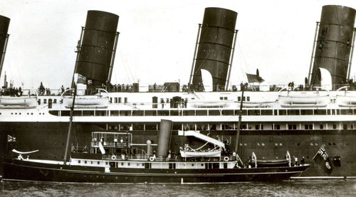 Photo of the RMS Mauretania with the royal tender in front