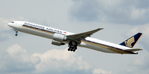 Singapore Airlines Boeing 777, photo by Adrian Pingstone