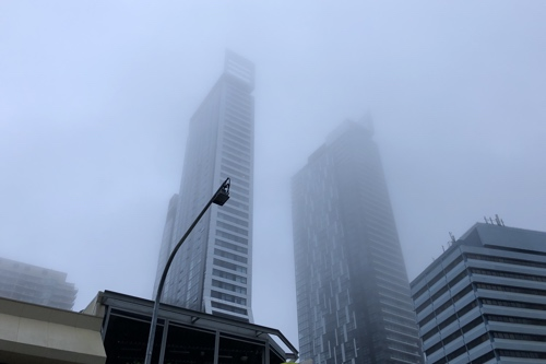 Photo of the fog in Chatswood shrouding a few buildings