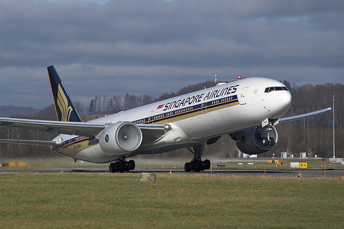 Singapore Airlines Boeing 777-300 9V-SWA on Wikipedia by Juergen Lehle