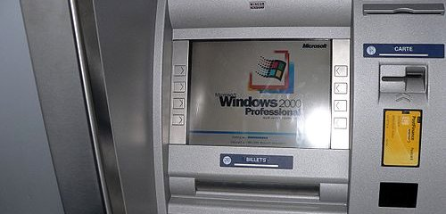 ATM showing Windows 2000, by Rama on Wikipedia commons