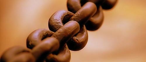 Chain photo by Toni Lozano on Wikipedia