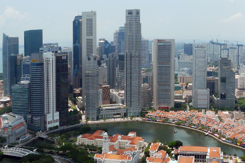 Photo of Singapore in 2010 taken by chensiyuan on Wikimedia Commons