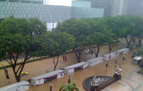 Orchard Road flooded, by remember love on Twitter and YFrog