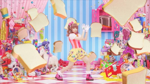 Kyary with... bread!